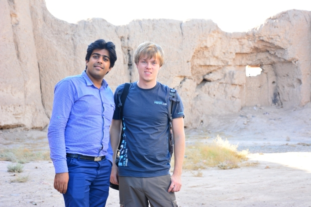 Mostafa a Alex u historického opevnění města