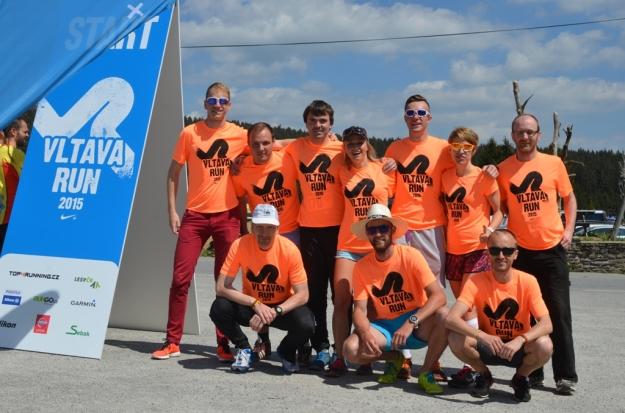 Team Run The World Beasts na startu na Kvildě (chybí 11. člen Honza)