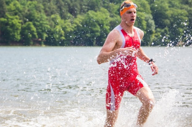 Sexy výběh z vody! Foto: PragueTriathlon.com